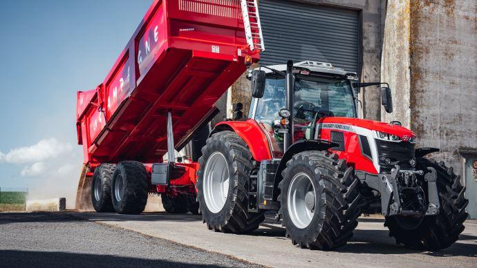 Le tracteur Massey Ferguson MF 7S bénéficie de 44,5t de PTRA.