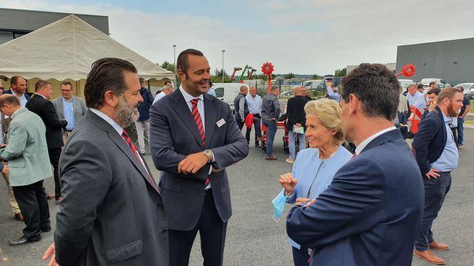 Mirco et Andreas Maschio ont félicité Caroline Cayeux et Michel Schietequatte pour leur collaboration lors de l'inauguration des locaux flambants neufs de Beauvais.