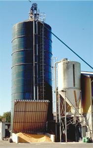 Le silo tour en acier vitrifié est réservé aux exploitations possédant de gros cheptels.