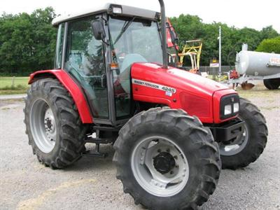 Massey Ferguson 4245, simple et efficace