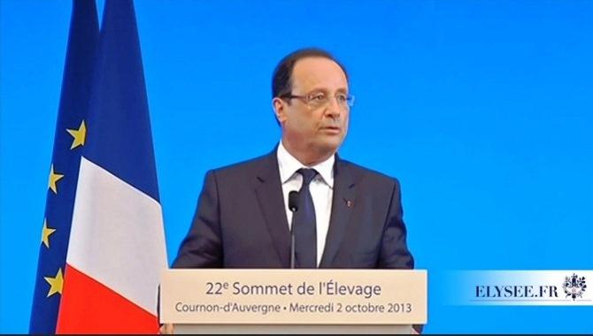 François Hollande prononçant son discours au terme de la visite du Sommet de l'élevage. Il annonce les grands axes de la déclinaison nationale de la réforme de la Pac en 2015.
