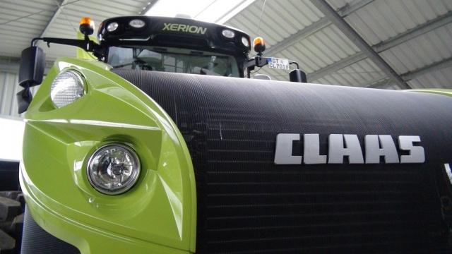 Le tracteur à quatre roues égales intègre un moteur Mercedes de 530 ch