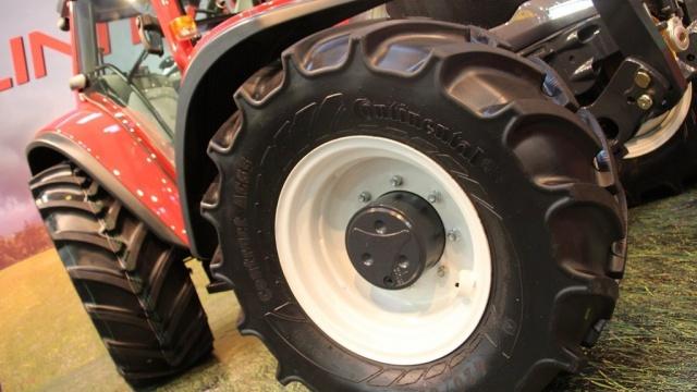Le premier tracteur standard à variation continue avec 4 roues directrices