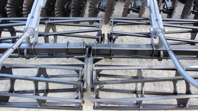 Les rouleaux sont en quinconces pour éviter la formation de billon.